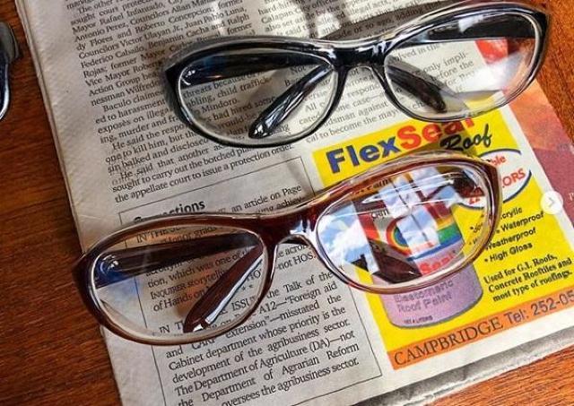 新型コロナ対策でも注目の「花粉メガネ」 100均、スリコでも売ってるよ。