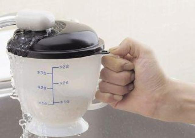 真冬のよくある悩みを解決! 手が冷たくない米とぎ器、発見したよ。