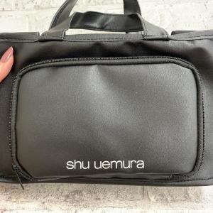 収納力ハンパない! 付録の「シュウウエムラ」バッグが最高だった。