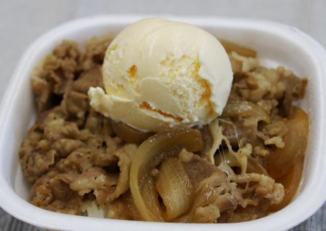 【すき家、松屋、吉野家】牛丼×バニラアイスは本当に合う? 明治の担当者がガチ採点!