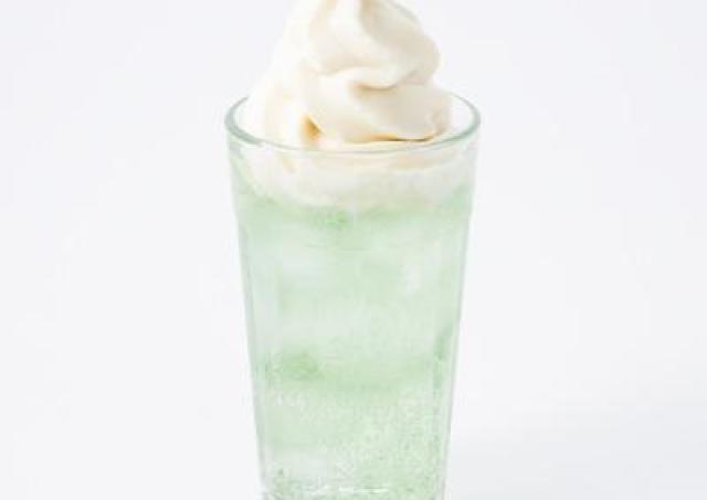 【歓喜】無印カフェの「クリームソーダ」を自宅で! 淡い色「メロンソーダ」が商品化!