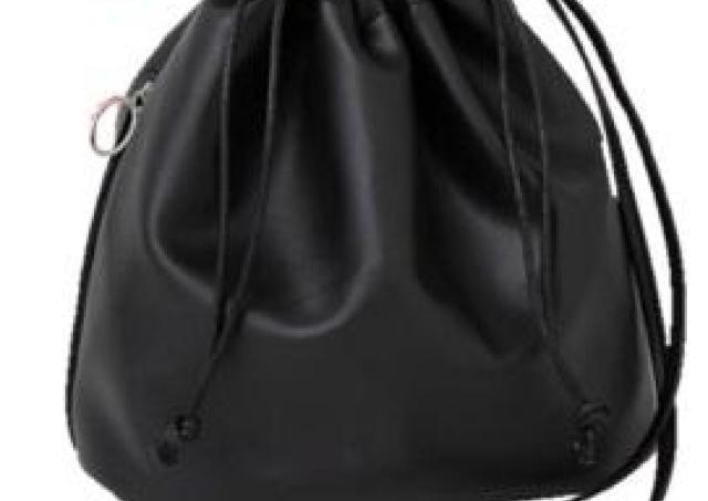 プチプラのあやさん監修! 1980円の高見え巾着バッグ、見逃せない。