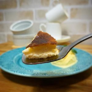インスタで大反響! 3つの材料で作るバスクチーズケーキが驚きのクオリティ