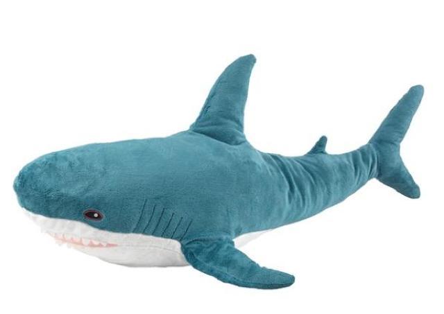 「触り心地もいいし可愛い」イケアのサメがウェブ通販で700円オフ! 5月10日までだよ。