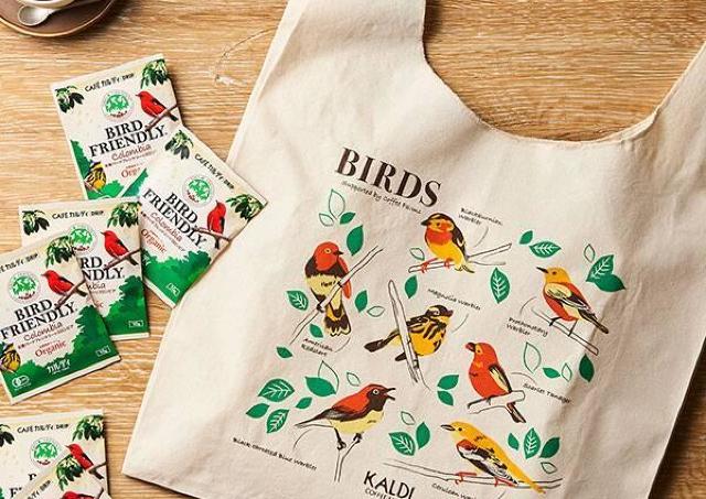 カルディの880円コーヒー&鳥さんエコバッグが可愛い! 収益は渡り鳥の保護にも。