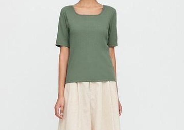鎖骨が綺麗に見える。ユニクロの「着痩せしすぎる」Tシャツ、790円で手に入るよ。