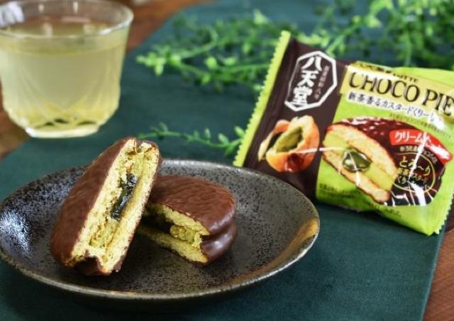 300万個売れた「チョコパイ×八天堂」の第2弾! 新茶のくりーむパンをイメージ