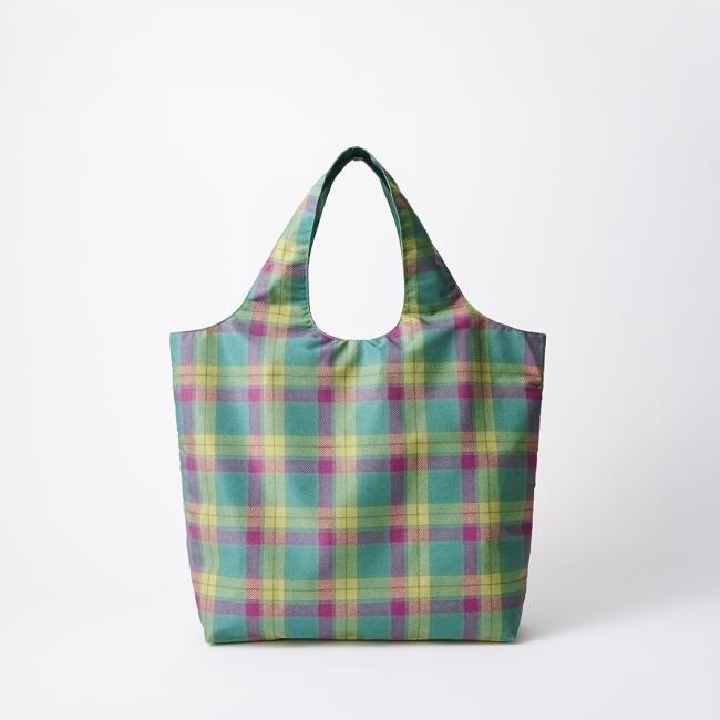 三越伊勢丹の「オリジナルバッグ」 大容量なのに折りたたむとコンパクトに。