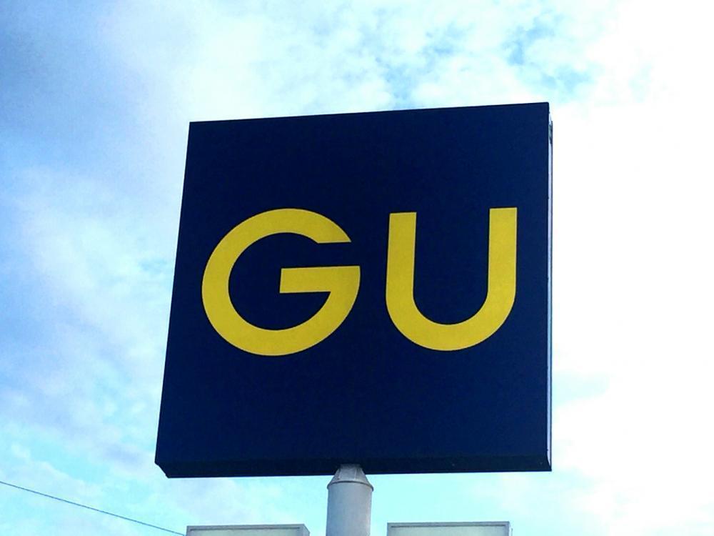 GUの「無敵ワンピ」は半袖ver.も「着回し無限大」 羽織としても大活躍!