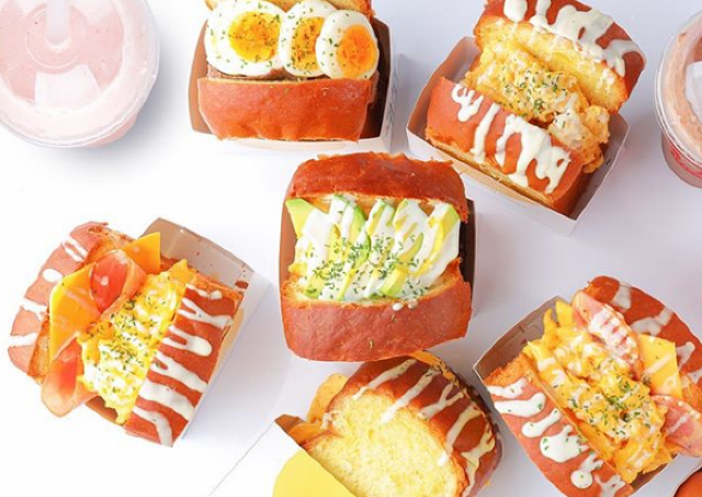 フレッシュジュース専門店に「スクラブルエッグトースト」登場