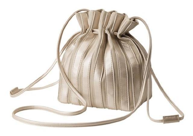 「可愛くて即買い」GUのプリーツ見えミニバッグが大幅値下げ! いまなら990円だよ。