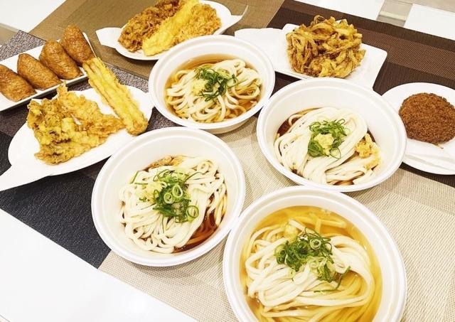 子どもと一緒に楽しめる「丸亀製麺」の期間限定セット 天ぷらは全種類から選べるよ。