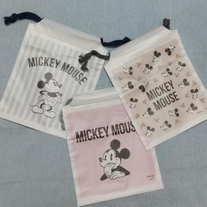 ミッキーのポリ巾着が3枚100円! さすがダイソー、プチプラで可愛いが叶う。
