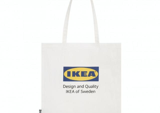 Tシャツ、バッグ...全部欲しい! イケア初のロゴ入りグッズ、めちゃ可愛い。