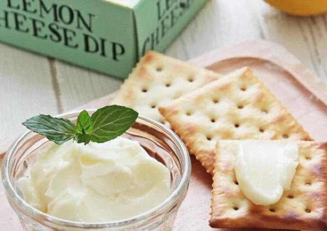 「これメッチャ美味しい」 カルディの爽やかチーズディップでクラッカー食べよ。