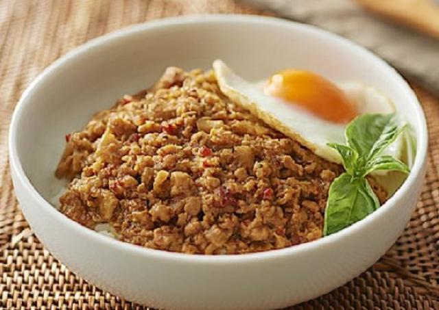 無印の「ごはんにかける」シリーズが増量! タイ料理の新メニューもあるよ。