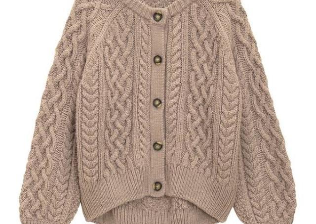 今年もめっっっちゃ可愛い! GUのケーブル編みカーディガン、マストバイでは?