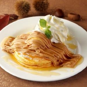クア・アイナに秋の味覚「モンブランパンケーキ」登場