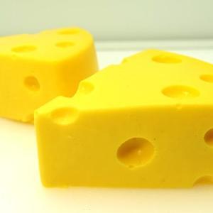 アニメみたいなチーズの「ケーキ」! 450円でおもしろ&美味しい。