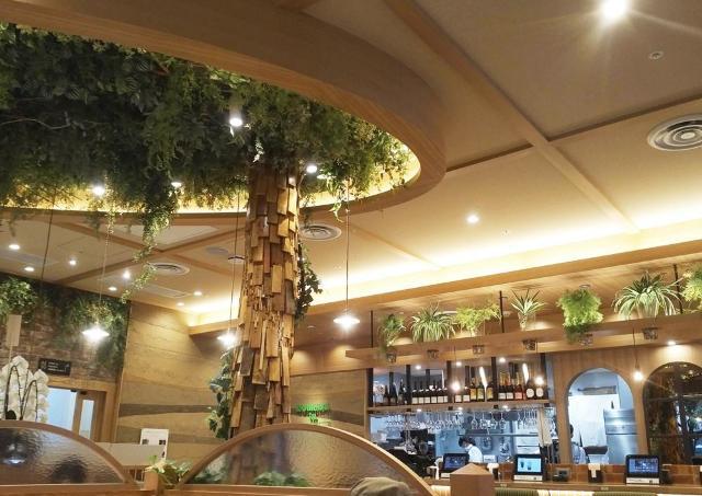 逆ジャンクの方向性が新鮮なコメダのヴィーガンカフェ【辛酸なめ子の東京アラカルト#42】