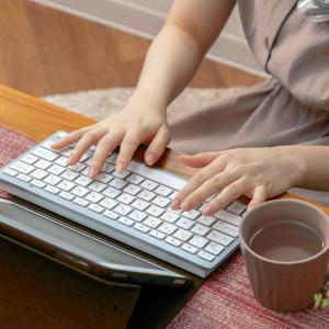 ウソでしょ...。3COINSにMac似ワイヤレスキーボード発見。これは欲しすぎる。