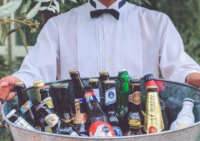世界のビール約10種&シェフ特製の料理がワンコインで味わえる