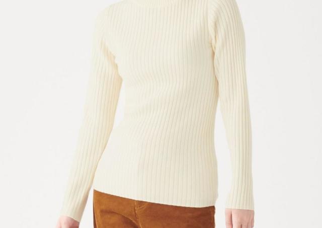 【無印良品】今年も登場! 「首のチクチクをおさえたセーター」優秀すぎでは?