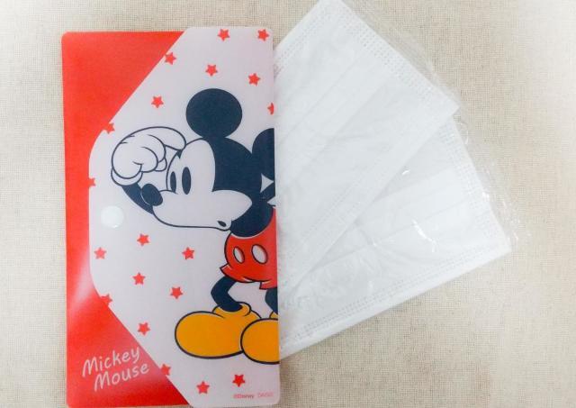 【ダイソー】ミッキーのマスクケースが100円! 個包装マスク2枚付きでお得。