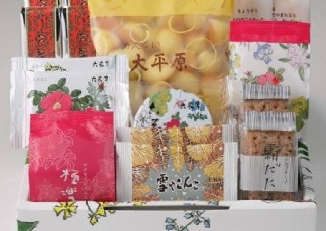 六花亭のお菓子詰め合わせ、オムニ7でも買えるんだ! バターサンドも4個入りだ。
