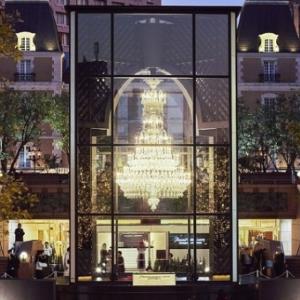 恵比須ガーデンプレイスで世界最大級のシャンデリアの明かりを体感