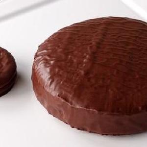 冬のチョコパイ史上最重量!夢のようなホールケーキ爆誕