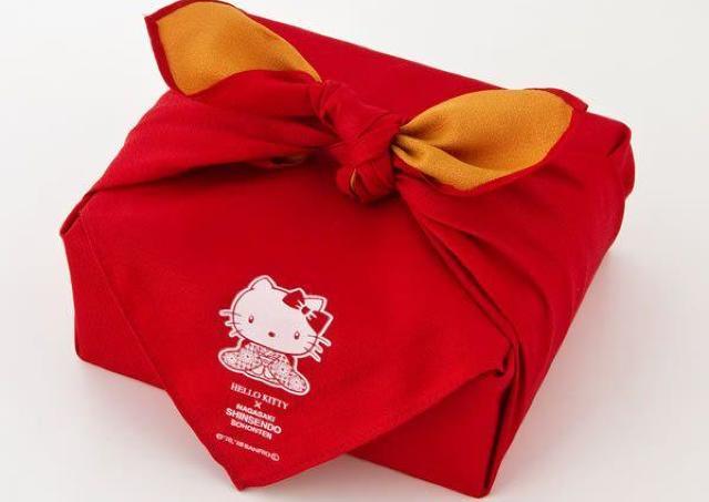 キティのカステラ「福袋」激カワ!食べた後も使える。買うしか。