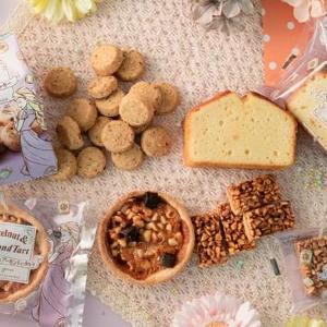 ラプンツェル可愛い!ファミマの「ヘーゼルナッツ焼き菓子」デスクおやつに決定。