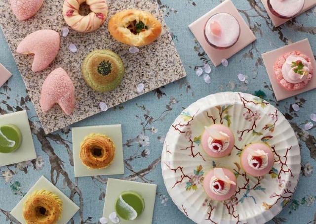 旬の食材の桜やよもぎを使った春限定スイーツ&パン