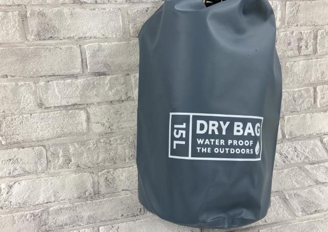 ダイソーの「防水バッグ」マジすごい...。感動ポイントだらけじゃん!