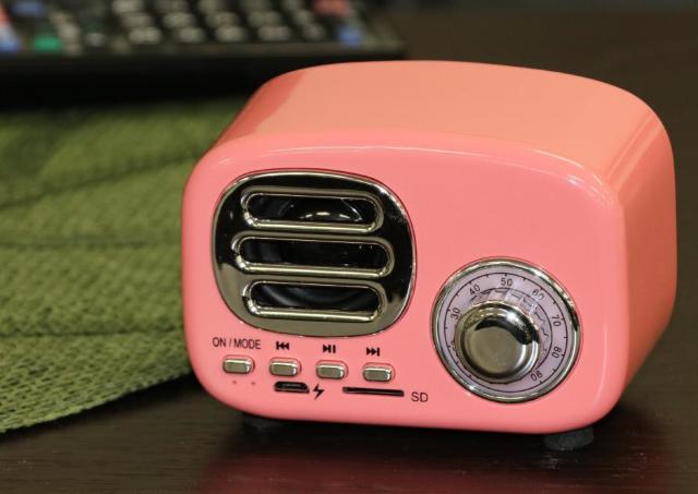ダイソーで一目惚れ。レトロラジオ風「Bluetoothスピーカー」が超可愛い!
