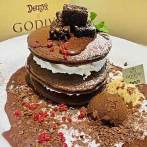 「デニーズ×ゴディバ」第2弾キター!!濃厚チョコパンケーキは絶対チェックね。