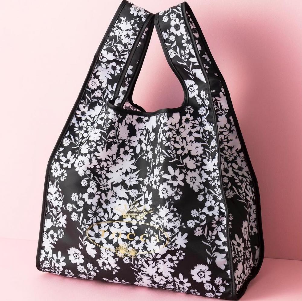 雑誌付録のTOCCAエコバッグ急いでゲットしなきゃ。モノトーン花柄が可愛すぎる。