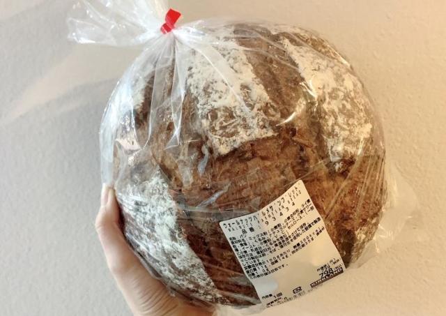 キャベツ並みのデカさ。コストコの「巨大パン」に悶絶...!これ最高ですわ。