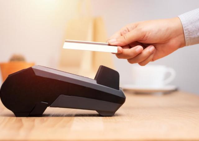 ファミマで「タッチ決済」がスタート!使って損なしの「超高還元」カードとは?