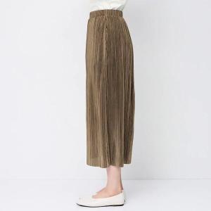 「骨ストの味方すぎた」GUの1490円スカートが「スッキリ見える!」とSNSで人気