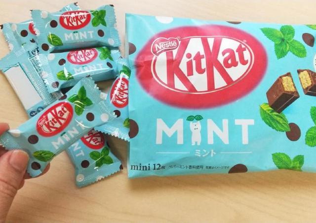 チョコミント味のキットカット今年もキター!ミント感アップでスースーが止まらない。