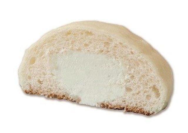 「ジョアン」の夏季限定メロンパンは、冷た〜いクリーム入り!