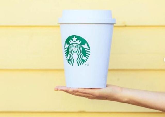 スタバの「巨大カップ」インパクト凄い!中身はコーヒーじゃなくて...