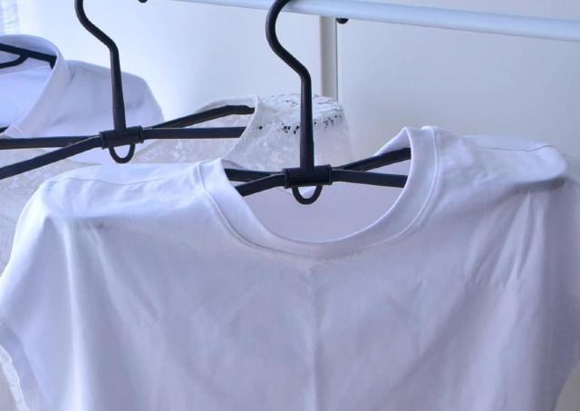 名前通りの便利さ!スリコの「衣類が乾きやすいハンガー」が梅雨の季節にぴったりだ。