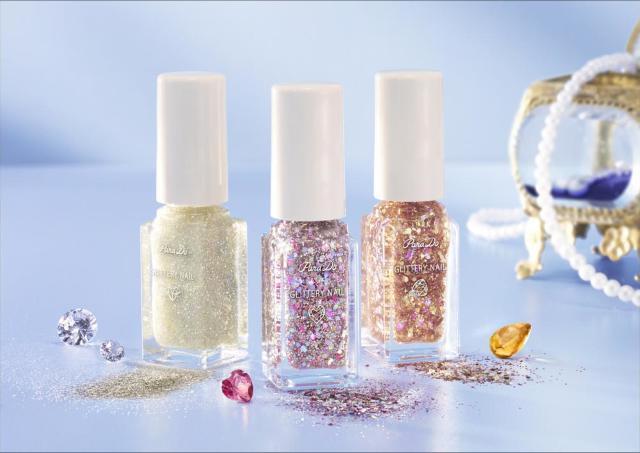 指先に宝石の輝き。「パラドゥ」のラメネイルセットが最高に美しい。