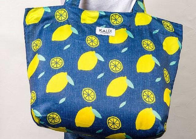 今年もカルディに「レモンバッグ」がキタ!デニム調プリントが爽やかで可愛い。