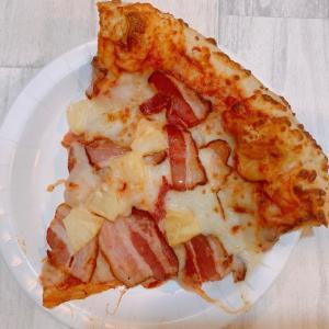 【コストコ】名物の「巨大ピザ」に夏メニュー登場!「うんまっ」「1番好き」