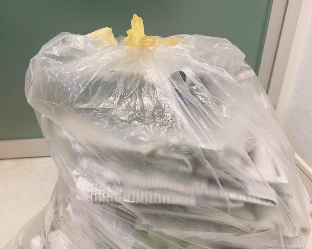ゴミ、パンパンでもしっかり結べる!ダイソーの「ひも付ゴミ袋」便利では?