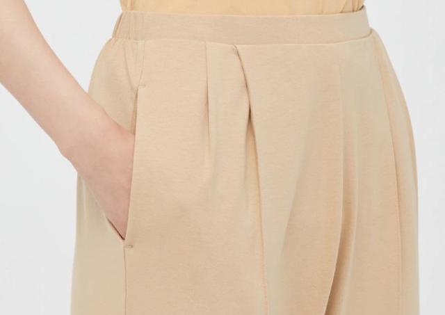 衝撃の1000円オフ!「超足長く見える」と人気のユニクロ「パンツ」買うしかない。